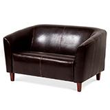 Как отремонтировать диван из кожзама?