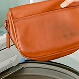 Как постирать сумку из кожзама?
