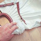 Как очистить сумку из кожзама?