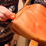 Как покрасить сумку из кожзама?