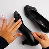 Как растянуть туфли из кожзама?